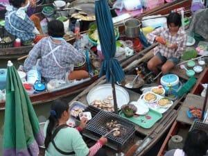 Puestos tailandeses, en barcas