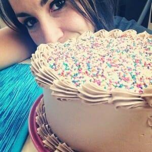 Alma Obregón con una de sus tartas
