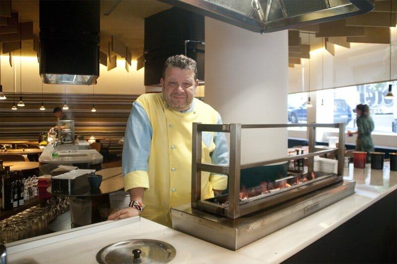 Cocina con brasas para profesionales parrillas robatas y for Cocina profesional en casa