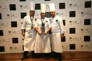 Juan Manuel junto al chef José Pizarro y su ayudante Manuel Pavón