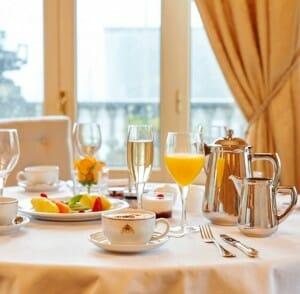 Mesa de desayuno en el Hotel María Cristina