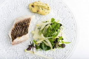 Besugo al Vapor Ensalada Acidulada de Hinojo y Hierbas Aromaticas con Salsa Gribiche (Alabaster)