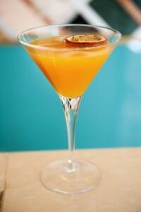 Cóctel pasión fruit chutney martini