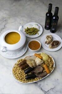 Antonio Cosmen guisa el mejor cocido en Vallecas