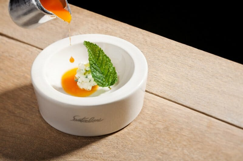 Sopa de zanahoria y cítricos, manzana, yogurt y aceite de oliva