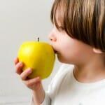 10 recetas con fruta para niños: en chips, purés, batidos y salsas, y todas las claves para disfrutarla