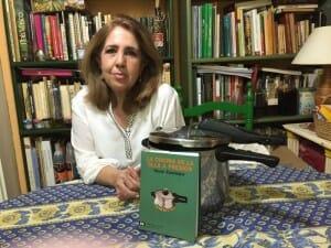 María Zarzalejos con su libro