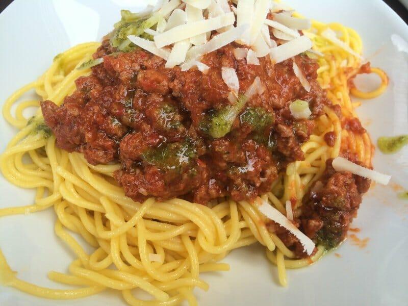 Espaguetis con salsa boloñesa en Más que Bocados