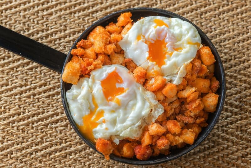 Huevos con migas y chorizo en El Mesón de Fuencarral