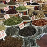 8 hierbas aromáticas: albahaca, perejil, romero, hierbabuena, laurel, orégano, cebollino y tomillo