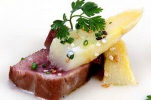 Taco de atún rojo con espárragos