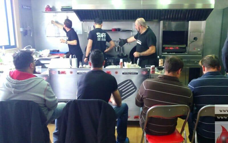 Clase de Iniciación en el aula de BBQ Club, con Juan M. Benayas: Barbacoaman