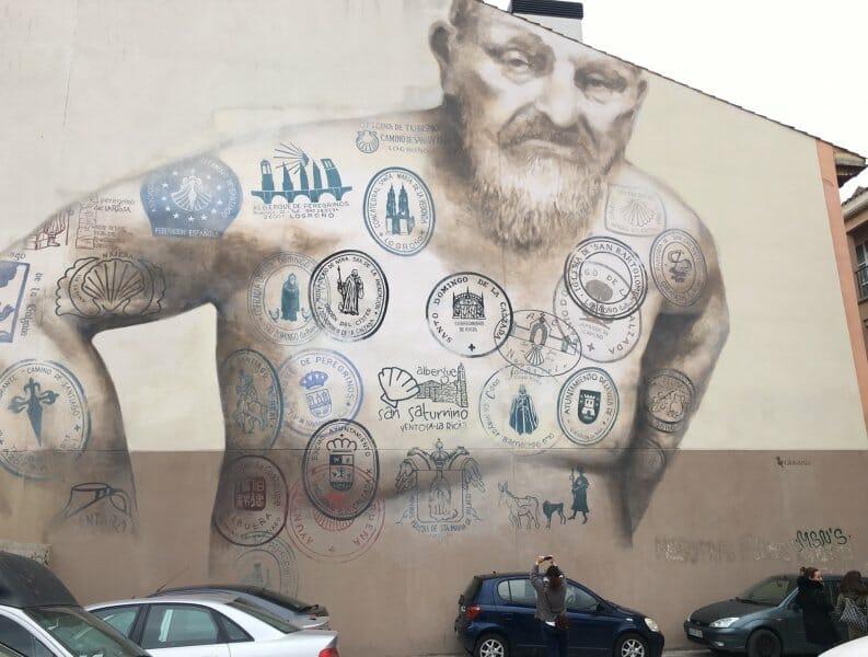 El Mural del Peregrino despide a los caminantes en Logroño
