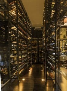Interior de la Cava de Bebidas de Enso