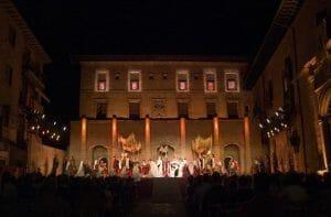Santa María La Real en plena representación