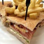 Sándwich club casero