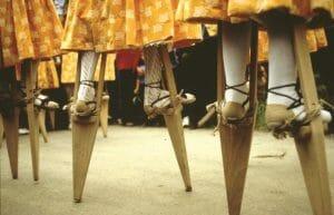 Zancos de los danzantes de Anguiano ¡de vértigo!