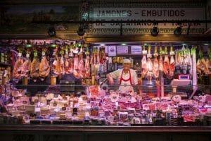 Buenos productos y el consejo experto de los comerciantes del Mercado, como Ismael