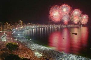 Celebración de la nochevieja en las playas de Brasil