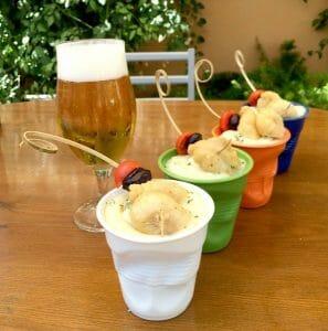 Salpicón de marisco con cachelos y huevas de choco fritas en Venta Carmona