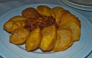 Tortos de maíz con picadillo de Casa Niembro, Asiegu, Asturias