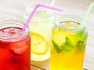 Agua del grifo infusionada: 3 recetas sanas, económicas y sostenibles