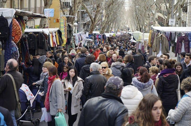 Comprar y comer en El Rastro madrileño