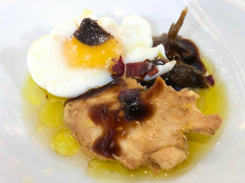 Setas con huevo poché y anguila