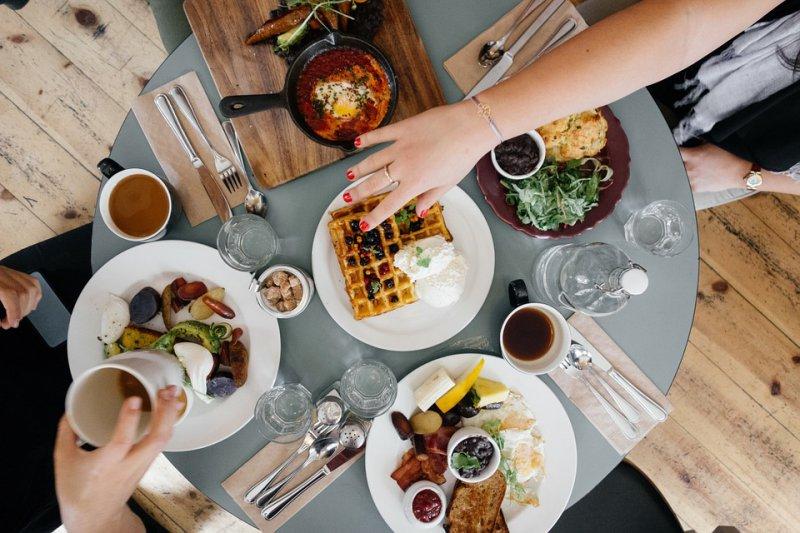Varias opciones desayuno