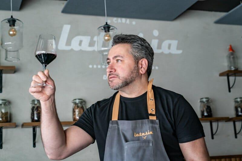 """Los 10 vinos """"preferidos"""" de Roberto Hernández y sus maridajes"""