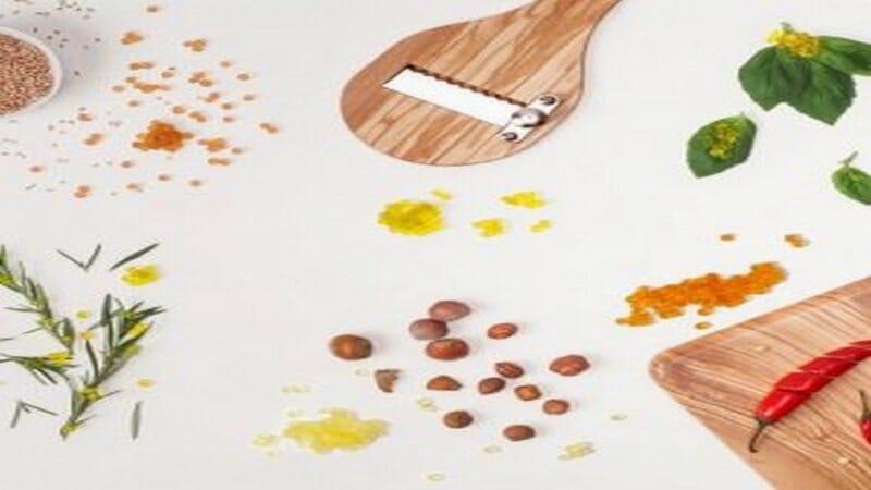 Caviaroli, perlas de AOVE con aroma de Wasabi y perlas de vinagre básámico de Módena.