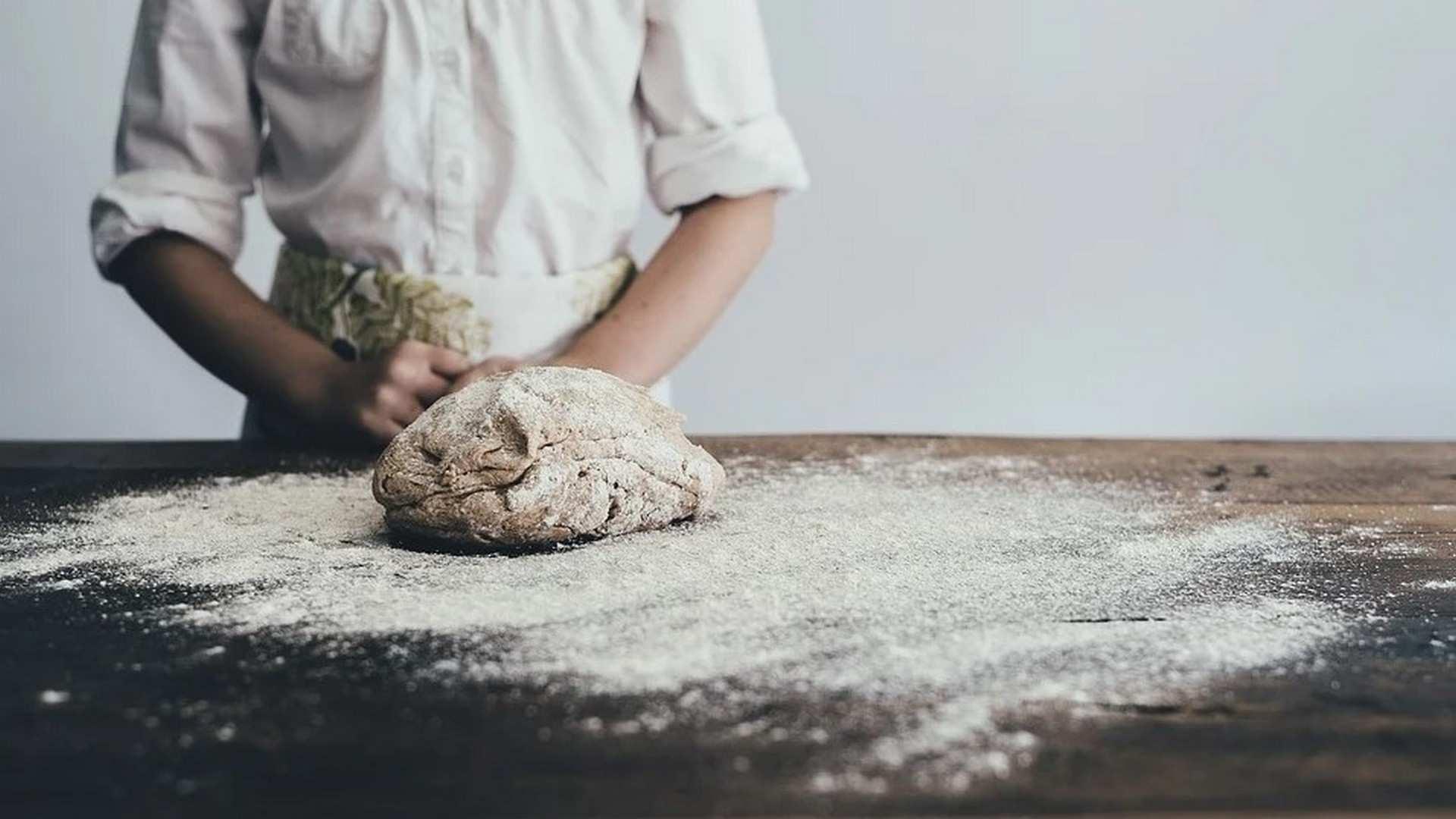 ¿Cómo hacer pan casero?: Pan con poolish y hogaza de pan.