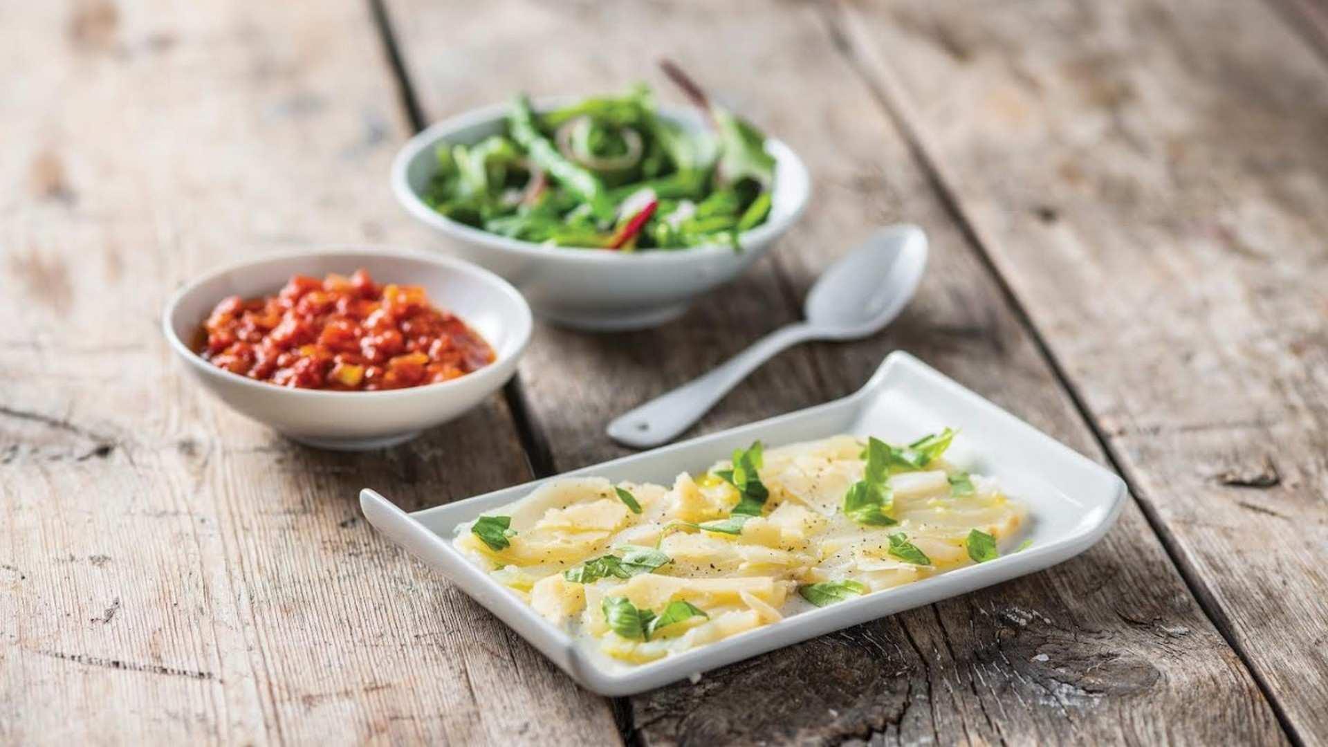 Receta de Carpaccio de bacalao con salsa de tomate y ensalada de espárragos