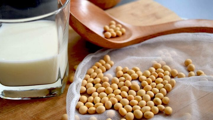 ¿Tenemos que eliminar la leche de nuestra dieta? ¿Son más saludables las bebidas vegetales?