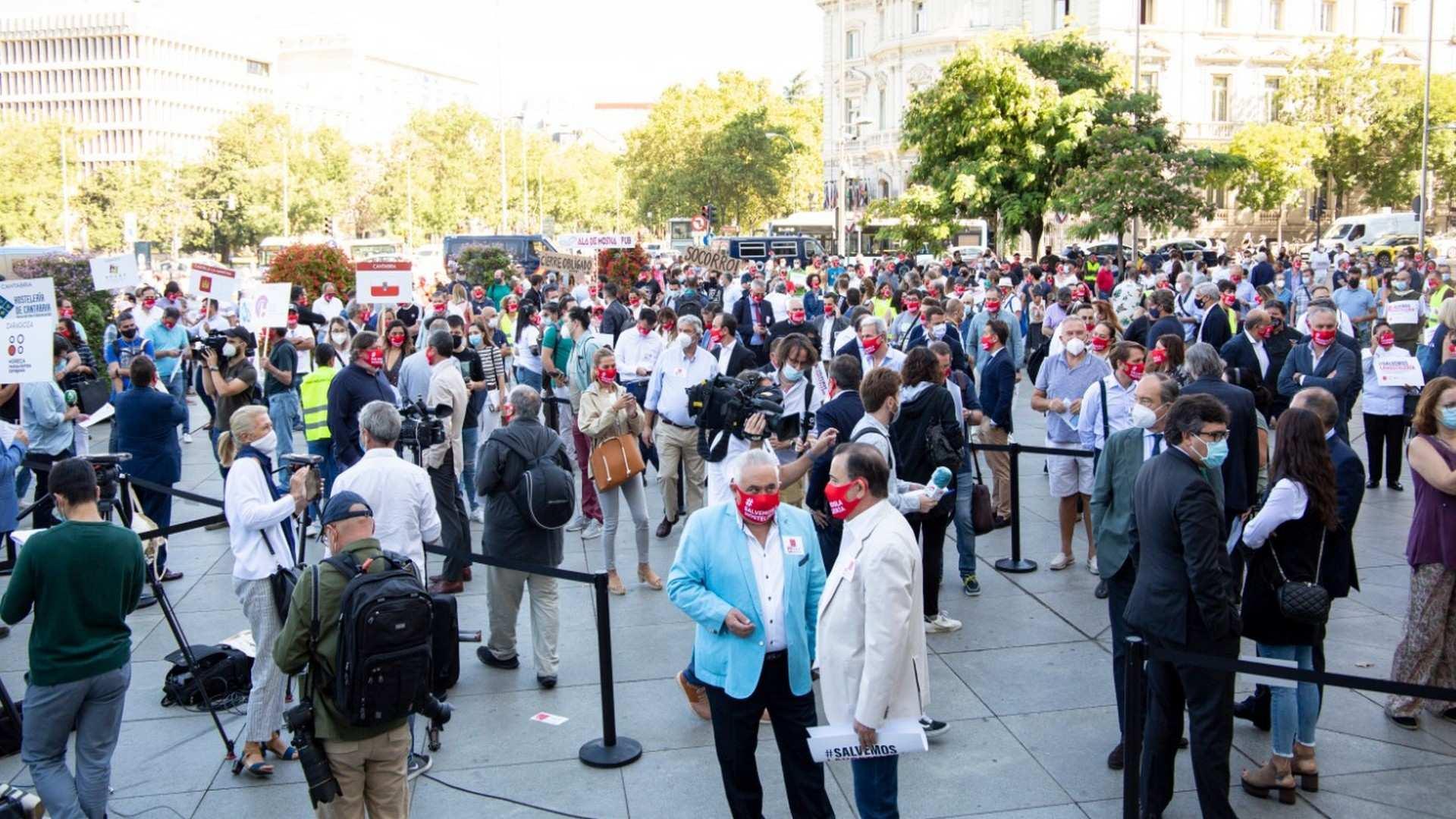 La Hostelería española se concentra para exigir medidas urgentes que alivien la situación desesperada del sector