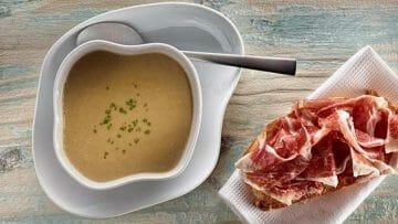 Receta de Sopa cremosa de Champiñón y pan con tomate