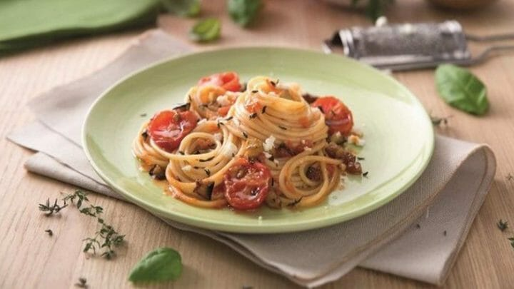 Receta de espaguetis con berenjena, tomillo y queso de cabra