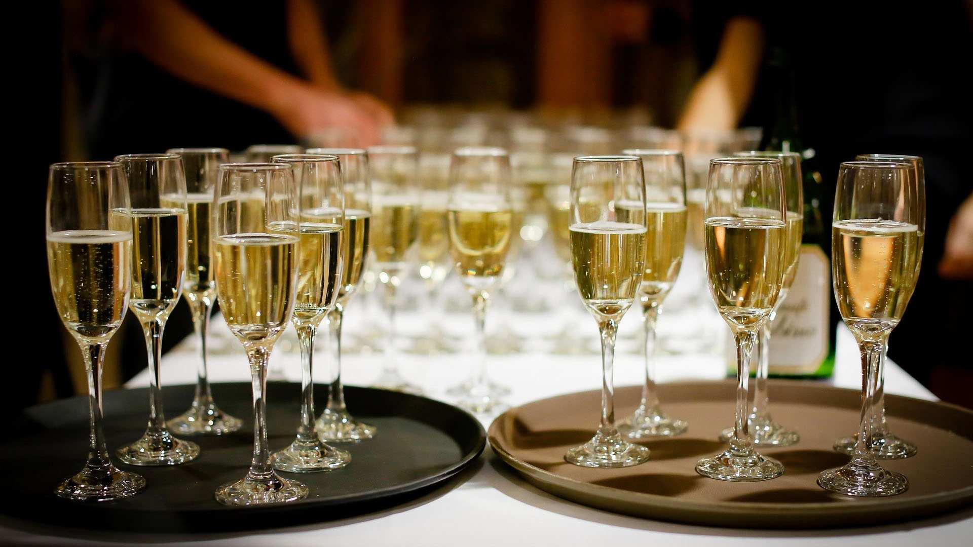 ¡Esas burbujitas! Ve poniendo a enfriar estos cavas y champanes porque llegó la hora de brindar