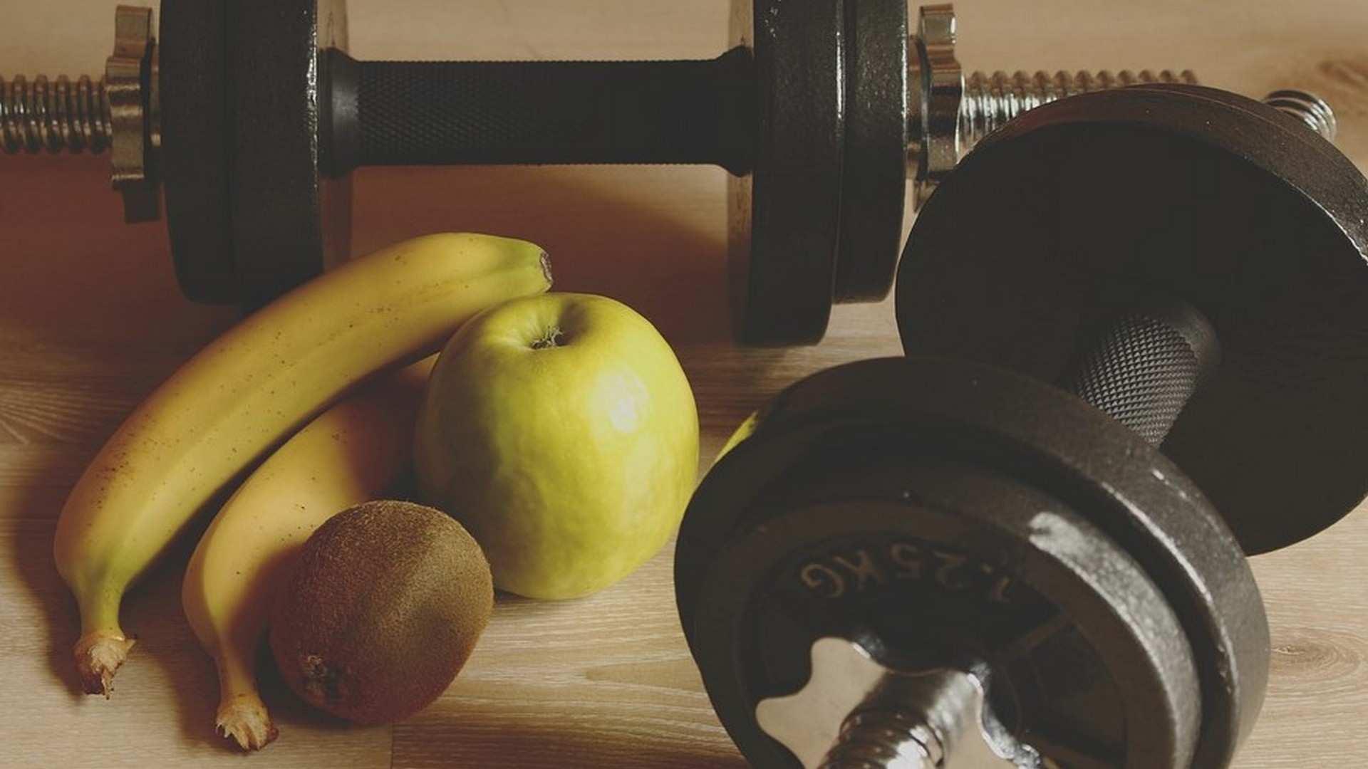 ¿Qué debemos comer después de hacer ejercicio? El papel de las proteínas y los carbohidratos tras el entrenamiento