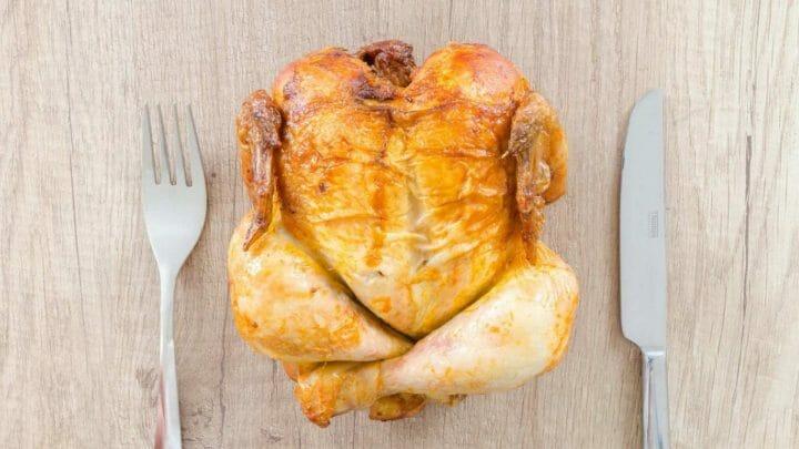 ¿La carne de pollo tiene hormonas?