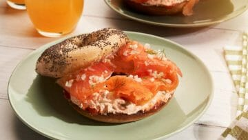 Receta de Bagel con queso y salmón