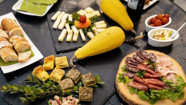 """""""Suiza a bocados"""", la guía gastronómica para descubrir los sabores del país alpino."""