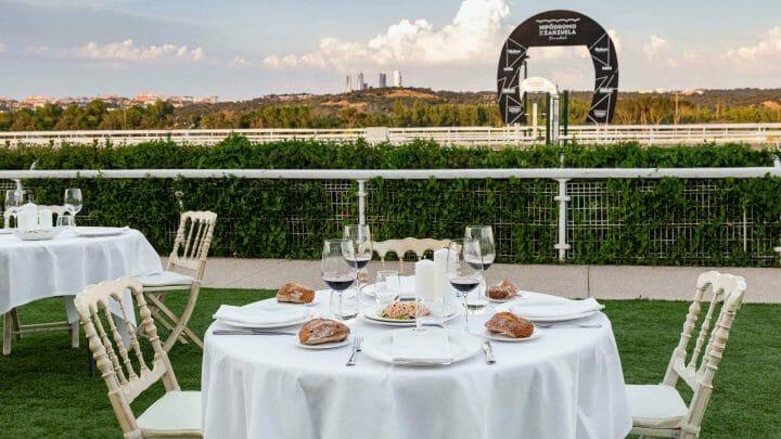Cenas en el hipódromo: el plan más chic del verano en Madrid