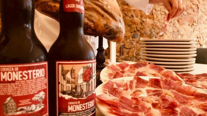 Cerveza de Monesterio, la pareja perfecta del jamón ibérico con alma extremeña