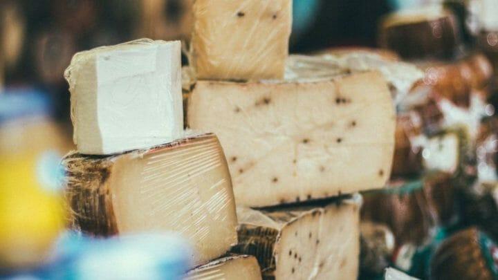 Descubre cuáles son los mejores quesos para disfrutar como entrante