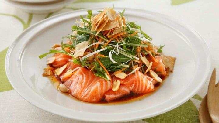 La tendencia más healthy de este verano: ensaladas con salmón noruego