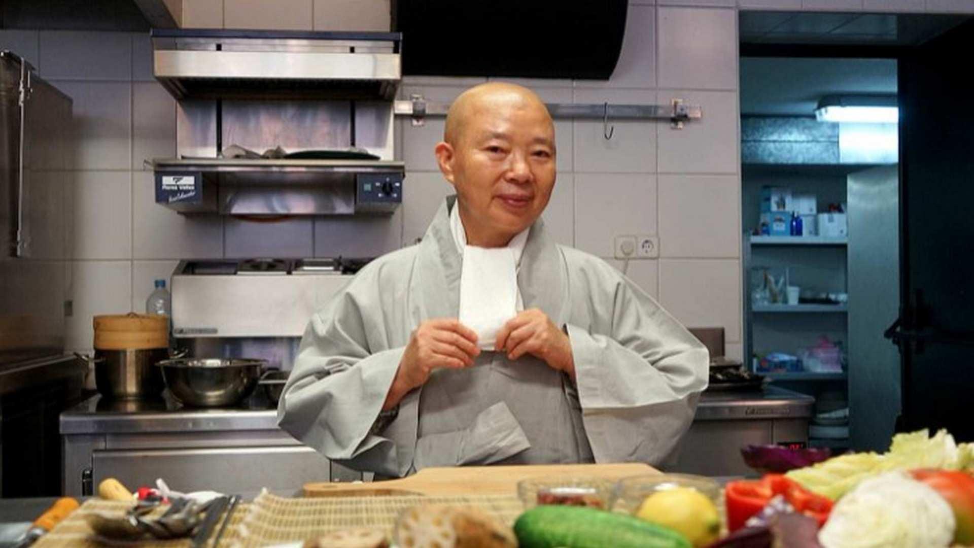 """Jeong Kwan, la chef filósofa: """"Concibo la comida como un puente que une la energía espiritual con la energía física"""""""