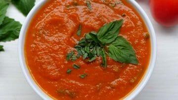 Receta de salsa de tomate y albahaca
