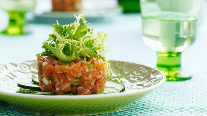Receta de tartar de salmón ahumado y aguacate